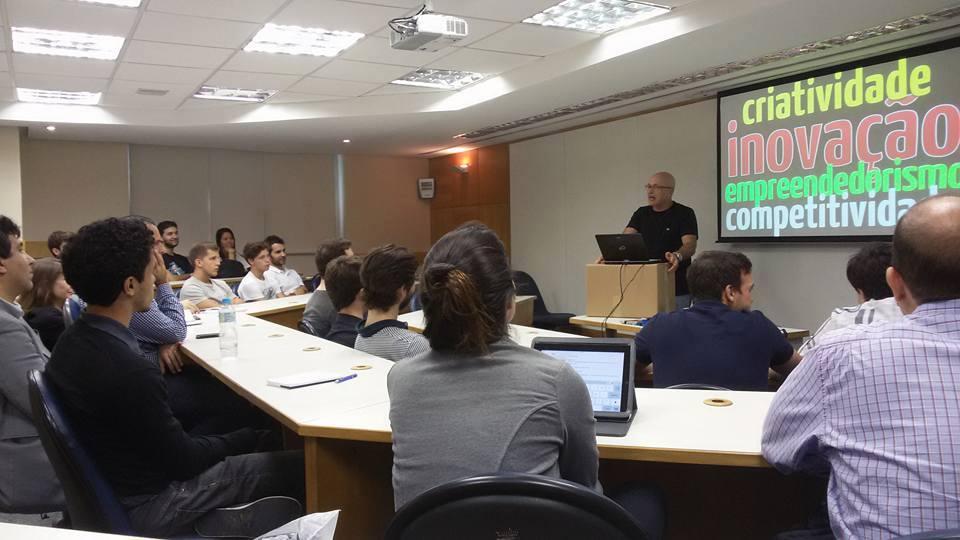 Capacitação dos alunos-membros são uma das características das empresas juniores. Na foto, uma capacitação da FGV Jr. (Foto: Divulgação/Facebook)